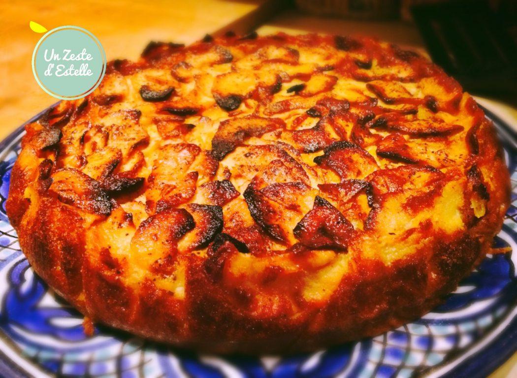 Découpez votre gâteau aux pommes Bolzano avec des ciseaux pour faire de belles parts