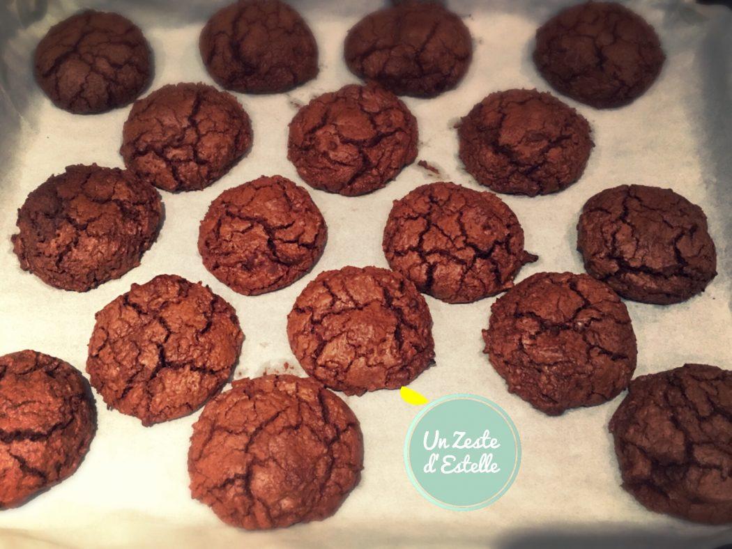 les cookies au chocolat sortis du four
