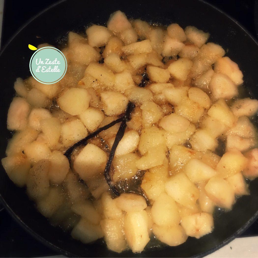 Faites caraméliser les poires avec la gousse de vanille