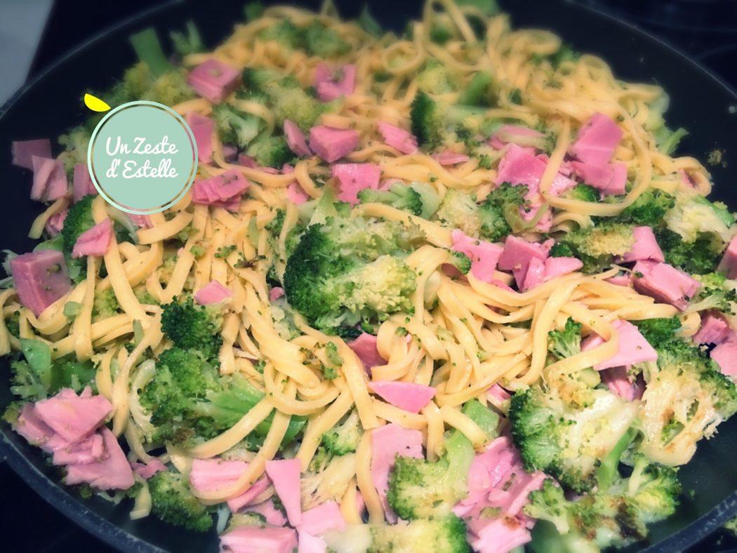 Linguine aux brocolis, au jambon et à l'ail