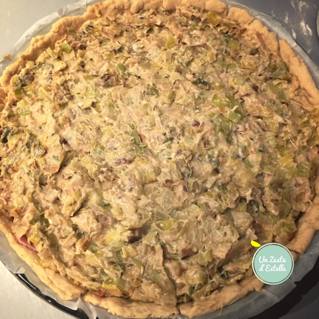 La tarte aux poireaux prête à être enfournée