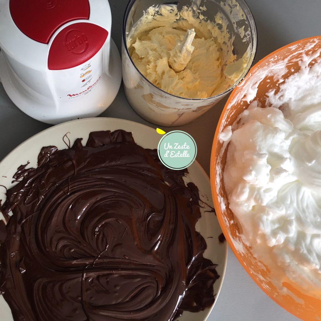 Mélangez le chocolat fondu à la margarine