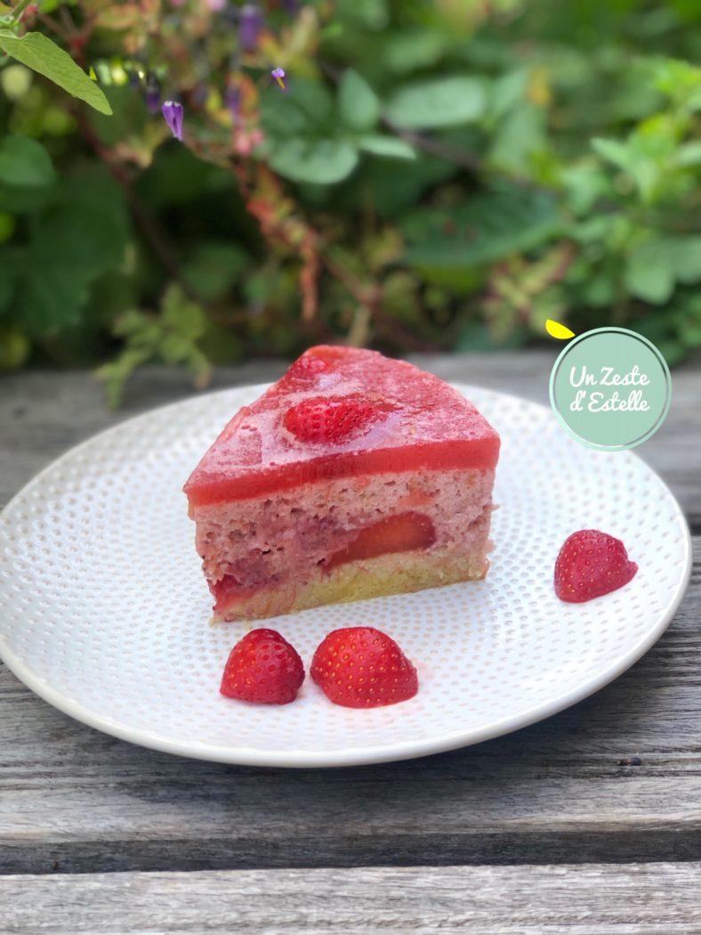 La découpe du bavarois fraise rhubarbe