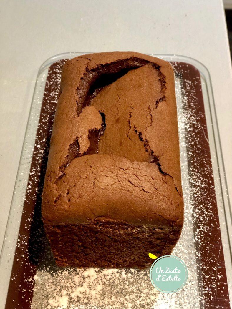 Enfin, sortez votre mi-cuit au chocolat à l'huile d'olive du four et laissez-le refroidir 20 minutes pour le démouler sinon il va se casser !