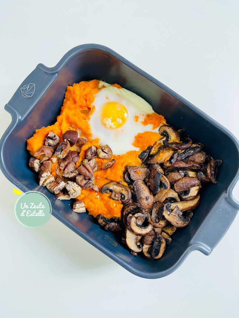 Dégustez votre œuf cocotte au potimarron et châtaignes quand il est bien chaud.